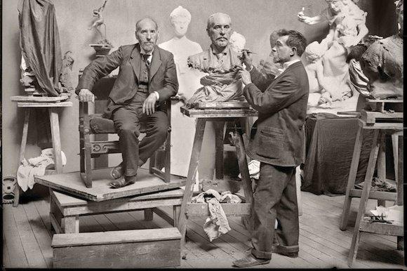 Francisco_GONI._Cajal_posando_para_el_escultor_Terol_1