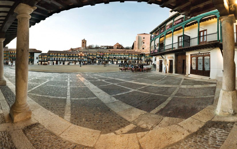 Plaza-Mayor-Chinchon-827x520_c