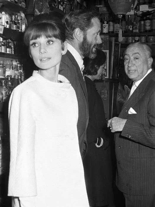 1963. Audrey Y Mel Ferrer con Chicote