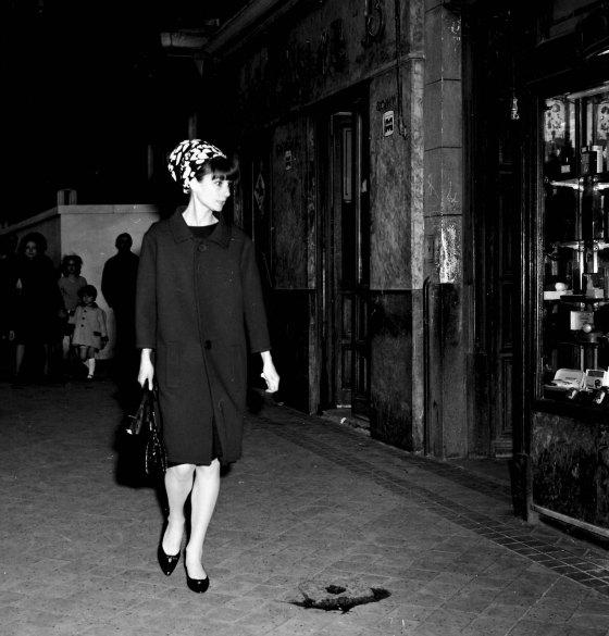 Audrey Hepburn paseano por Madrid
