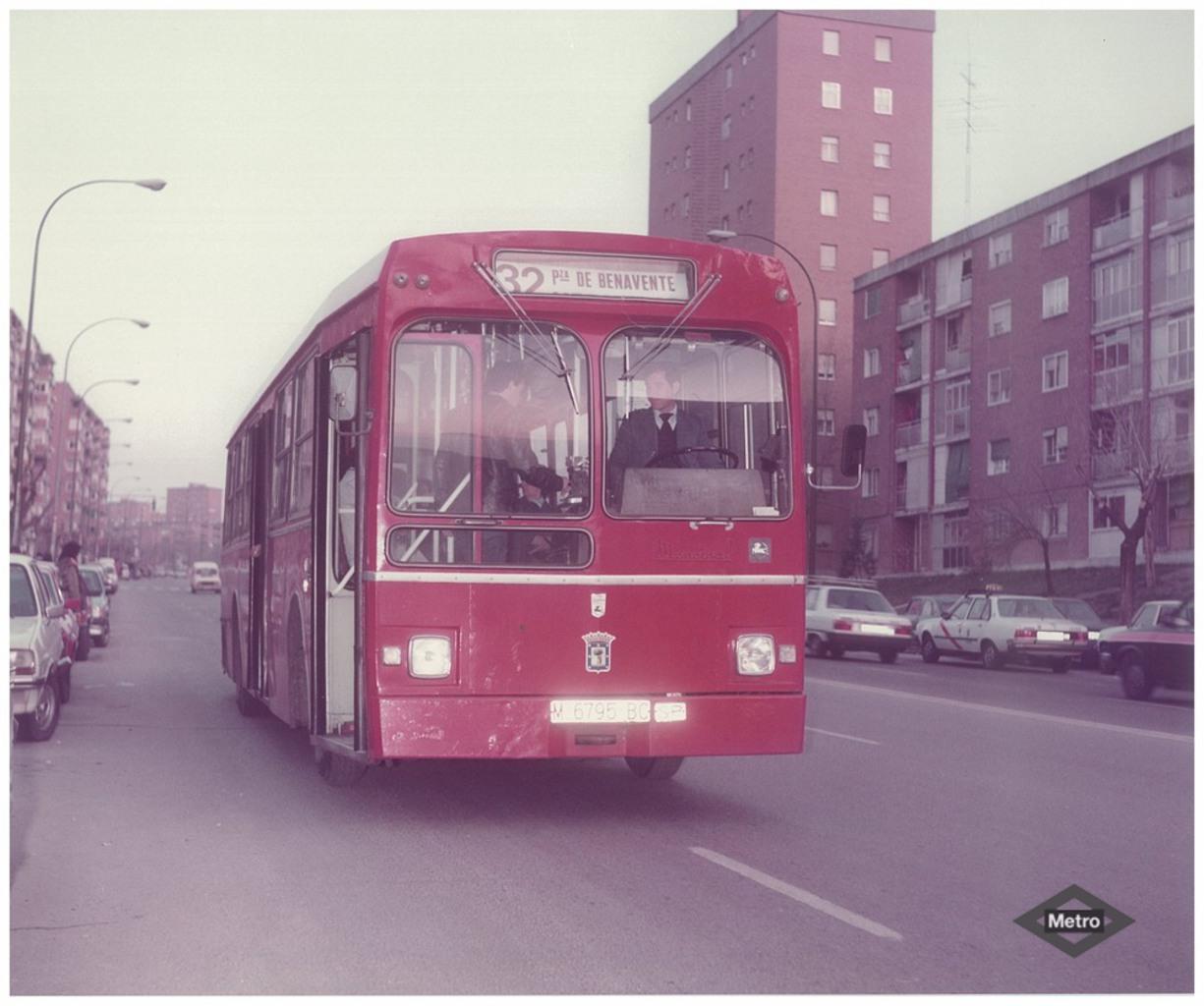 1984. Bus 32