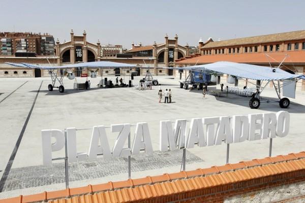 La plaza central del Matadero Madrid se convierte en el epicentro artístico y cultural del verano